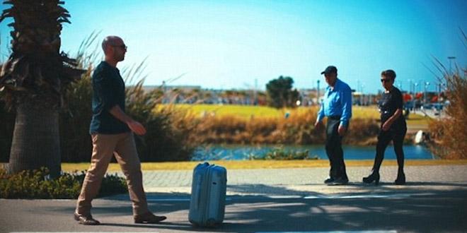 會睇路嘅機械人行李箱!唔洗拖都識得跟住行!