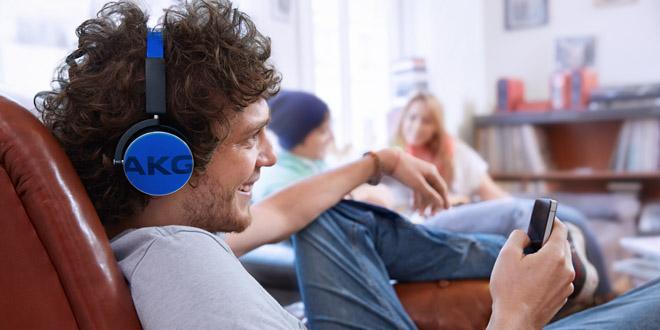 20小時不停播!AKG Y50BT耳機播極都有電!